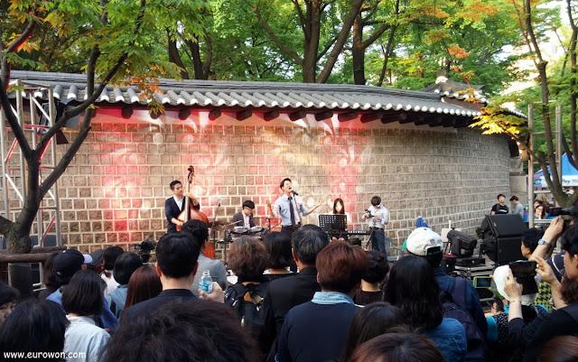 Concierto de jazz en la calle Doldamgil de Seúl