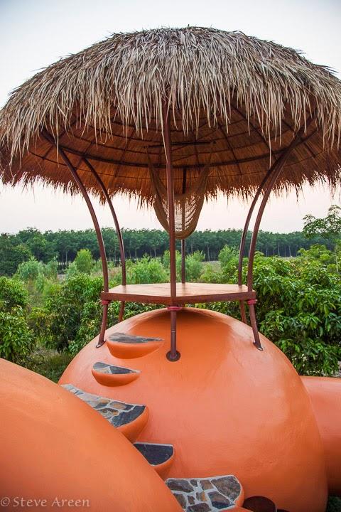 12-Roof-3-Steve-Areen-Hajjar-Gibran-Dome-House-Design-www-designstack-co