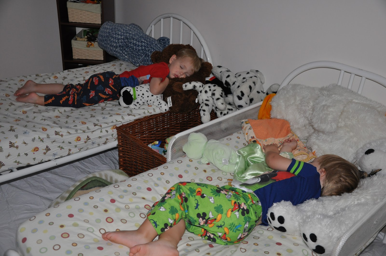 bed wetting Bedwetting is urination during sleep children learn bladder control at different  ages children younger than 4 often wet their beds or clothes, because they can't .
