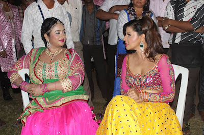 Sambhavna Seth, rani Chatterjee at Bhojpuri Film Awards 2015 Photos
