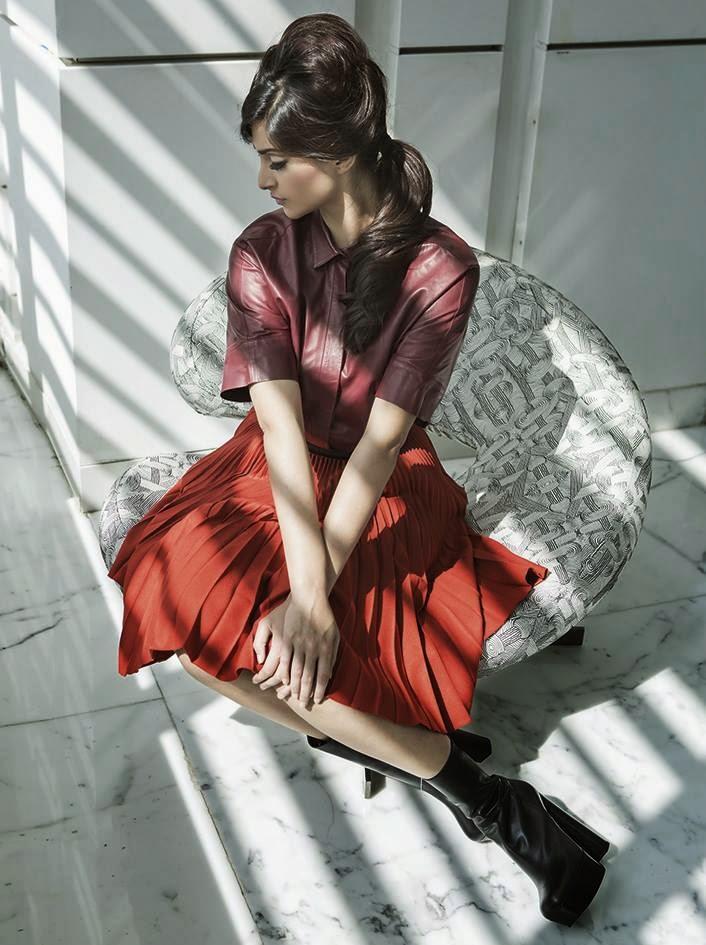 http://3.bp.blogspot.com/-DkY9E2JemcU/U8SROiyyXYI/AAAAAAAAp58/-HrrAuxRTt4/s1600/Sonam+Kapoor+Harper%25E2%2580%2599s+Bazaar+Magazine+India+July+2014+Photoshoot+%25284%2529.jpg
