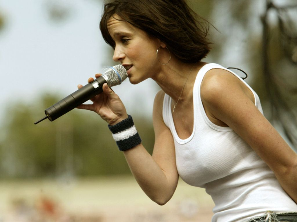 http://3.bp.blogspot.com/-Dk_as9x6jwU/UUUi9PcLFVI/AAAAAAAAGgU/ZQfz_EPMtVg/s1600/Jennifer-Love-Hewitt-Nipples-Singing.JPG