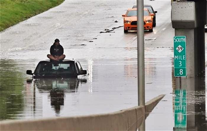 Carreteras inundadas en Michigan, 12 de Agosto 2014