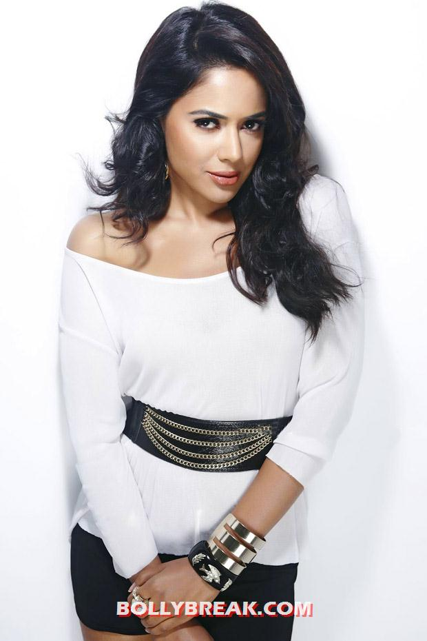 Sameera looking fabulous in a white blouse - (3) -  Sameera Reddy Latest Hot Photoshoot