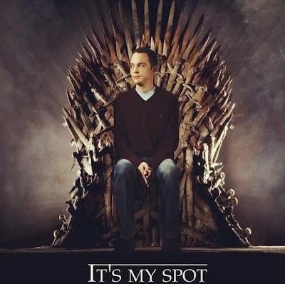 Sheldon Cooper en el Trono de hierro.