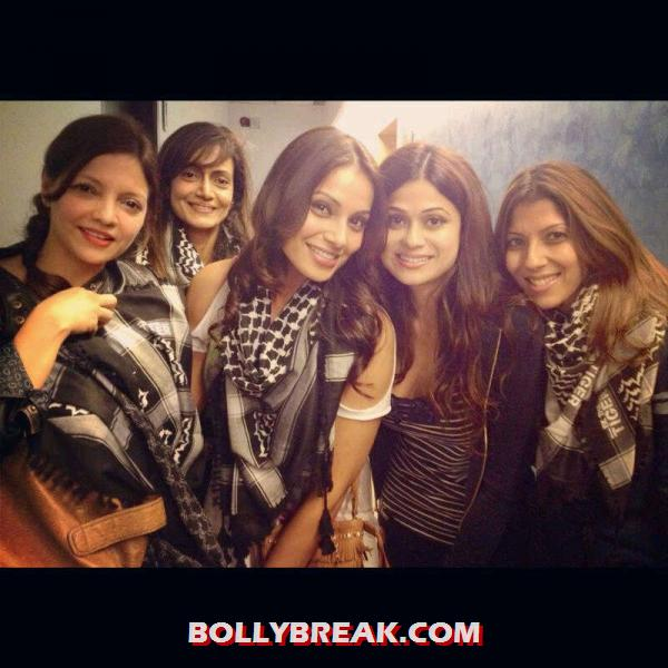 Bipasha Basu with her friends gang - Bipasha Basu watch ETT with friends
