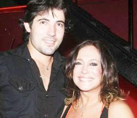 Susana Vieira revela que vai se casar com Sandro Pedroso