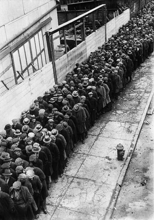 Colas para buscar trabajo en 1930