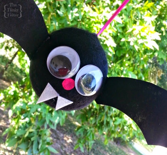 kids craft tutorial for a cute felt halloween bat