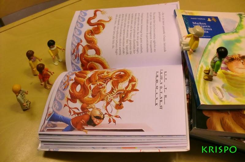 clicks niños leyendo un libro y mirando ilustracion