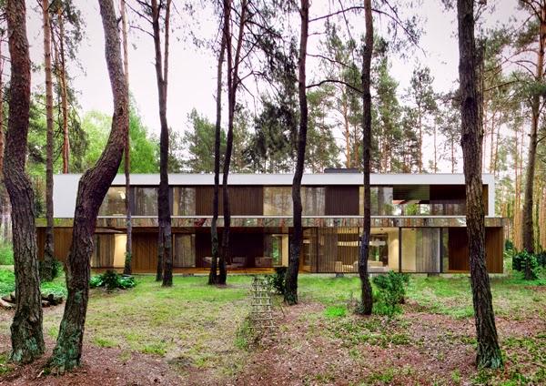 konsep-desain-modern-rumah-cermin-izabelin-house-melayang-di-tengah-hutan-005