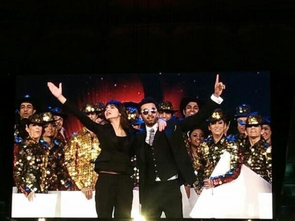Anushka Sharma & Ranbir Kapoor host the TOIFA Awards!