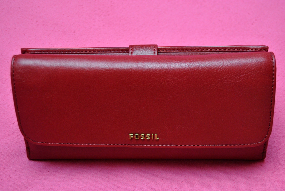 red fossil leather wallet big