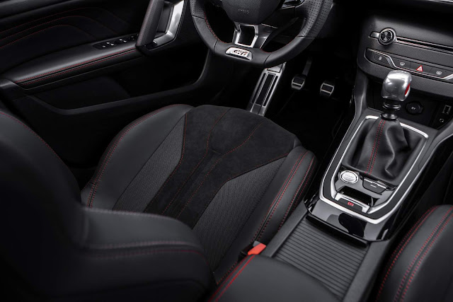 Novo Peugeot 308 GTi - interior