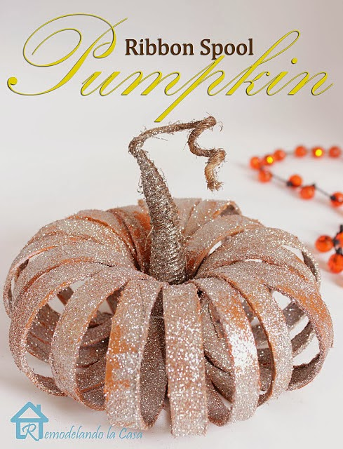 Glittered ribbon spool pumpkin by Remodelando la Casa, featured on http://www.ilovethatjunk.com