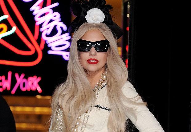 Lady Gaga está sendo acusada de violar leis imigratórias e até mesmo pode ser investigada na Rússia