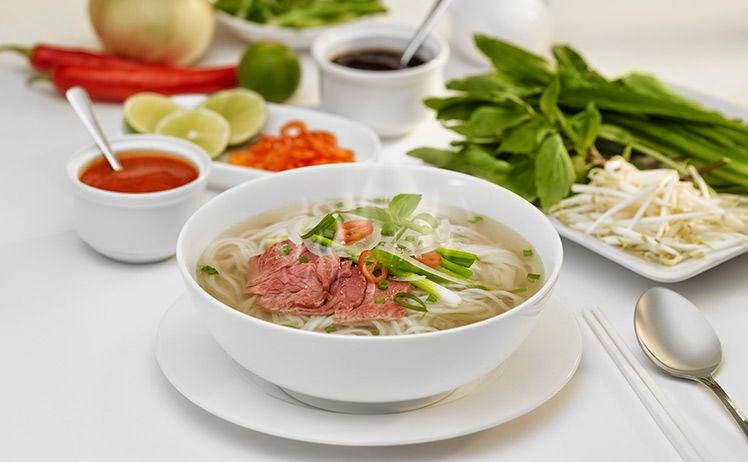 Pho vietnamese ( rice nooddle soup )
