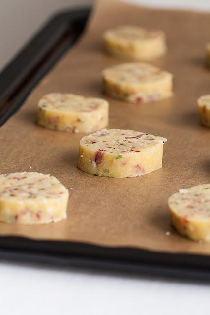Prhki francuski keksi sa sirom, prije pečenja