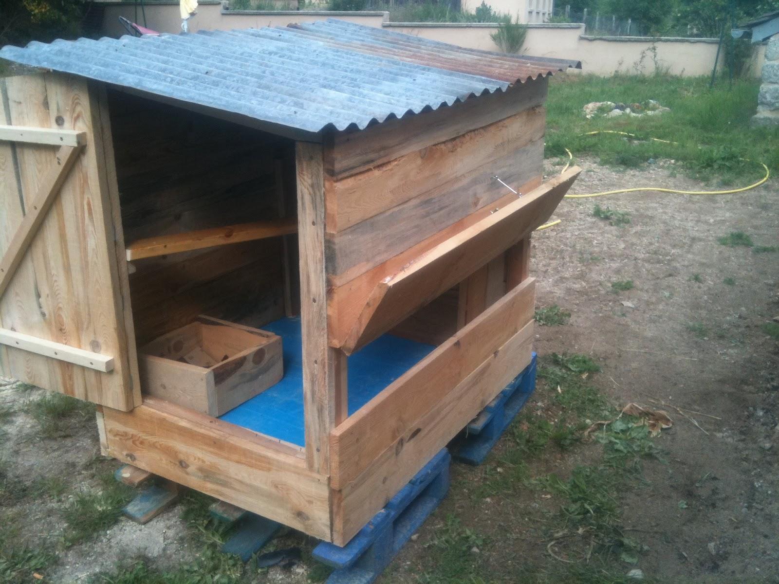 fabriquer une cabane pour les poules. Black Bedroom Furniture Sets. Home Design Ideas