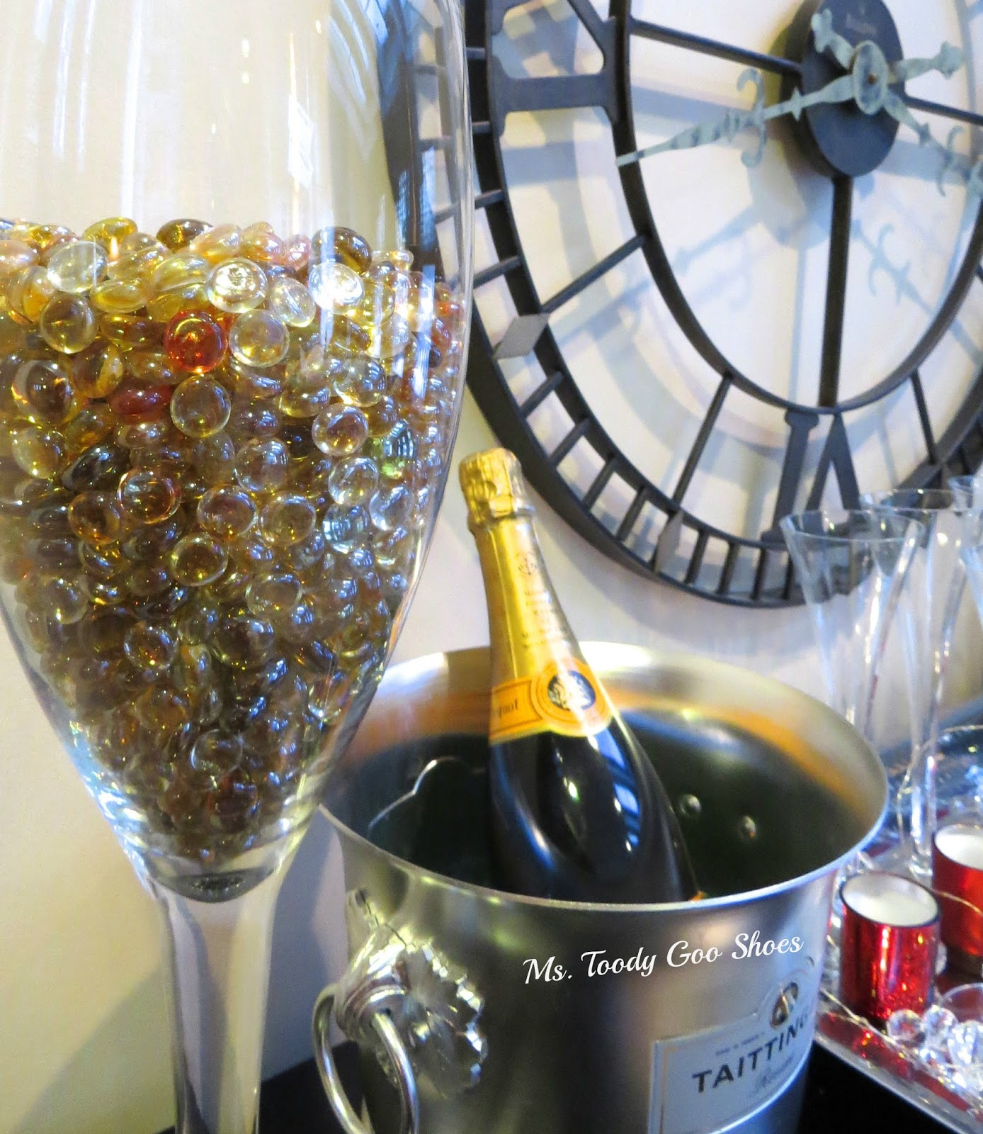 "A ""Bubbly"" New Year's Eve Centerpiece that takes only 30 seconds to make!  --- by Ms. Toody Goo Shoes"