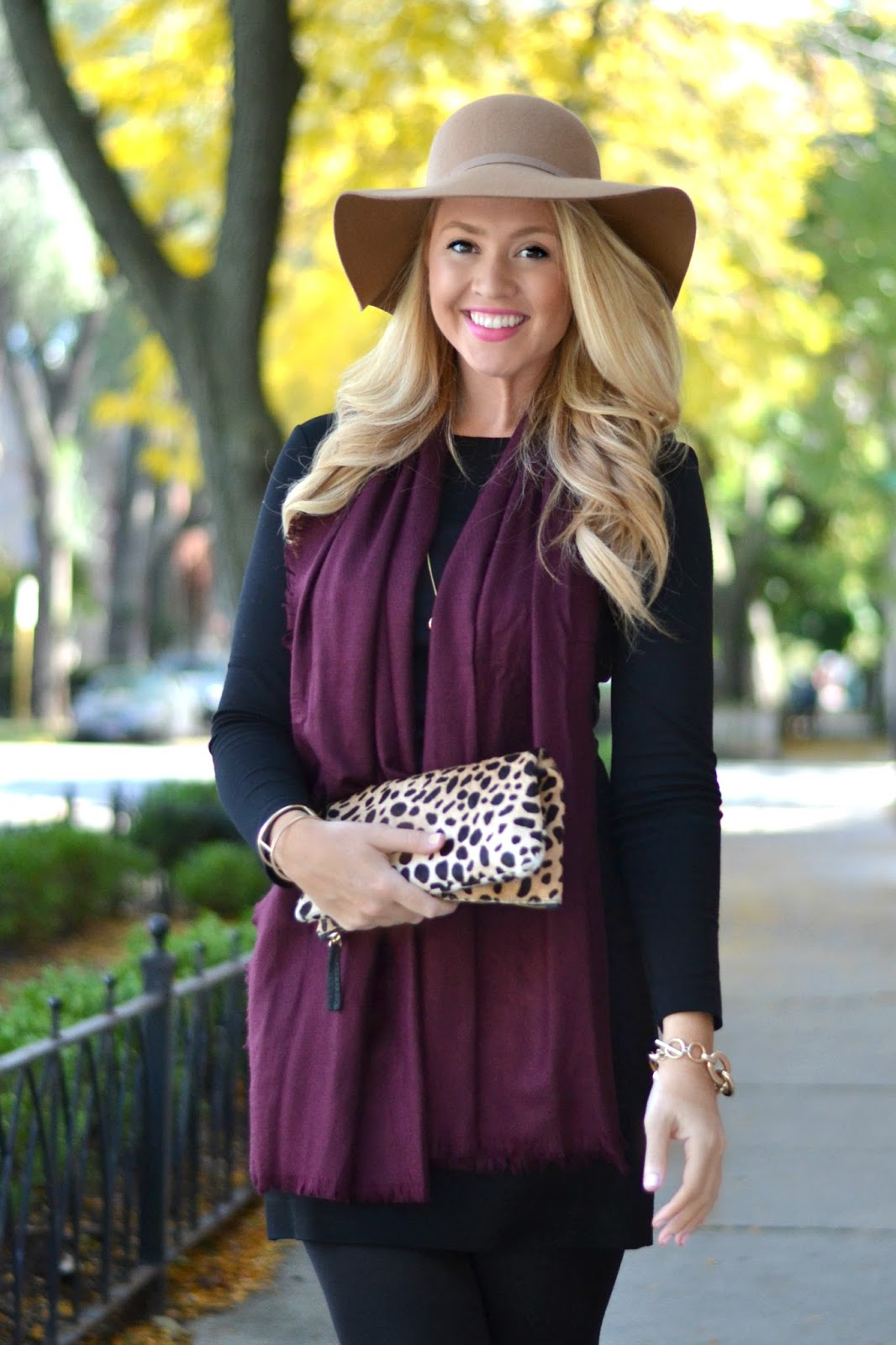 fall-outfit-idea-with-hat-and-scarf