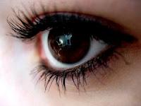 mata bening dan indah