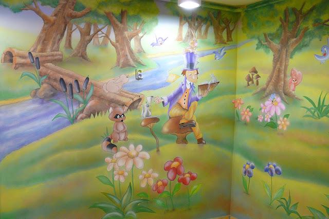 Malowanie ścian w przedszkolu, obraz ścienny przedstawiający scenkę z bajki, malowidło ścienne 3D