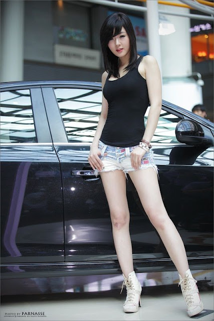 Hwang Mi Hee Lovely in Short Jeans
