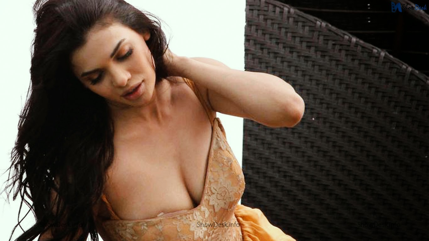 ishq click actress sara loren hot pictures | showdesk