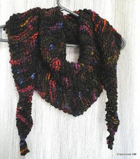 Bufanda triangular tejida a dos agujas