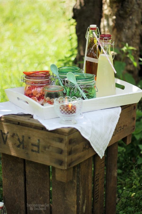 homemade and baked food blog picknicken auf alten obstkisten. Black Bedroom Furniture Sets. Home Design Ideas