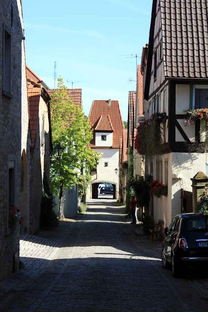 Schmale Pflasterstraßen in Sulzfeld © Copyright Monika Fuchs, TravelWorldOnline