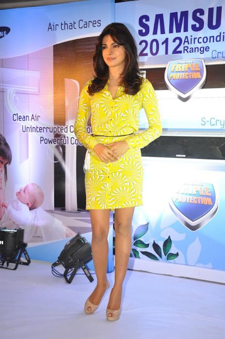 priyanka chopra launches samsung electronics glamour  images