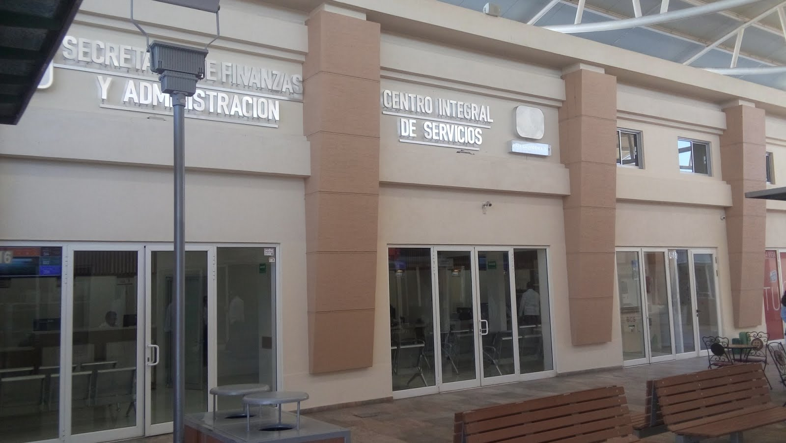 Centro Integral de Servicios en Camino Real!!