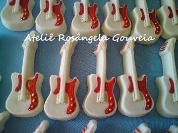 Lembrancinhas guitarras de sabonete