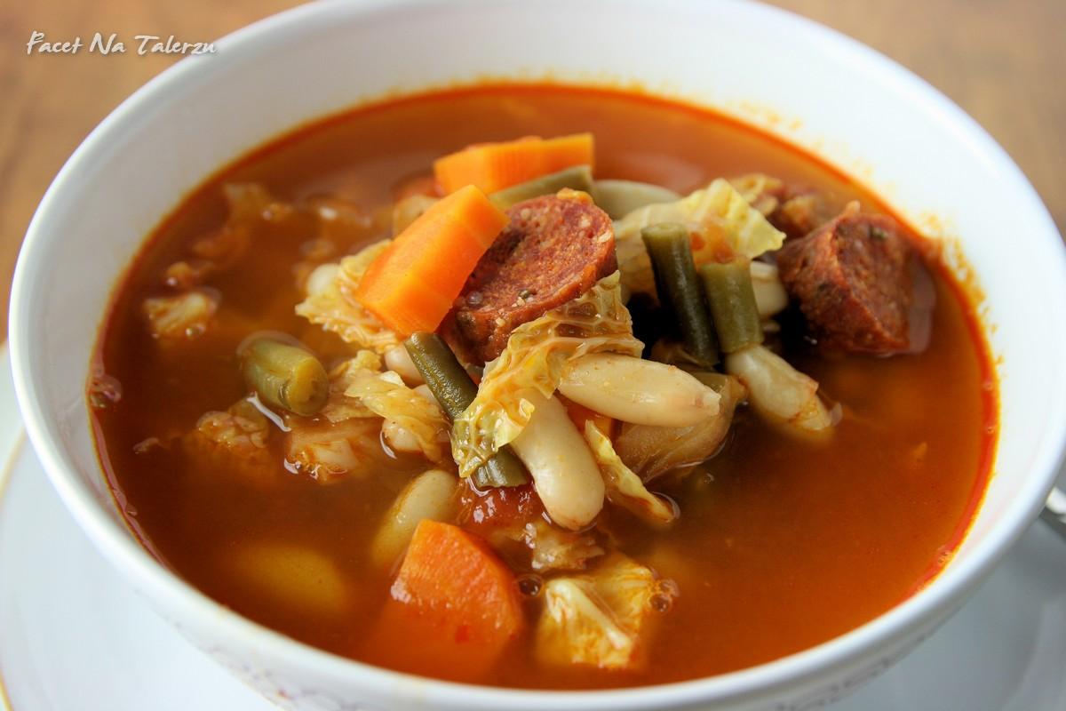 Zupa Z Wloska Kapusta I Chorizo Facet Na Talerzu