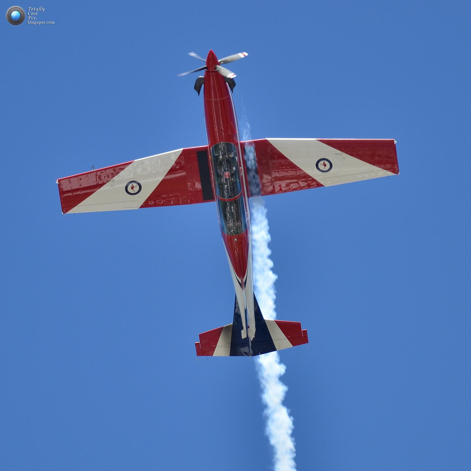 http://3.bp.blogspot.com/-Dq27aWrUqz4/T9xW--Ub5iI/AAAAAAAABVo/GxI2GCnzoZg/s1600/3-Australia-2012-F1-Grand-Prix-Airshow-Wallpaper-Keith-McInnes-Photography-Roulettes-single.jpg
