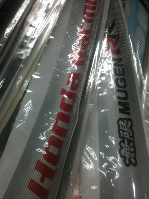 mugen r r and mugen rr and honda racing carbon windscreen