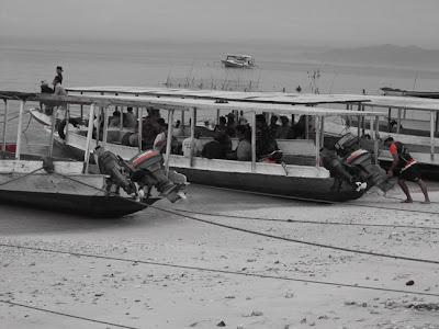Suasana pelabuhan Desa Toyapakeh pada pagi hari