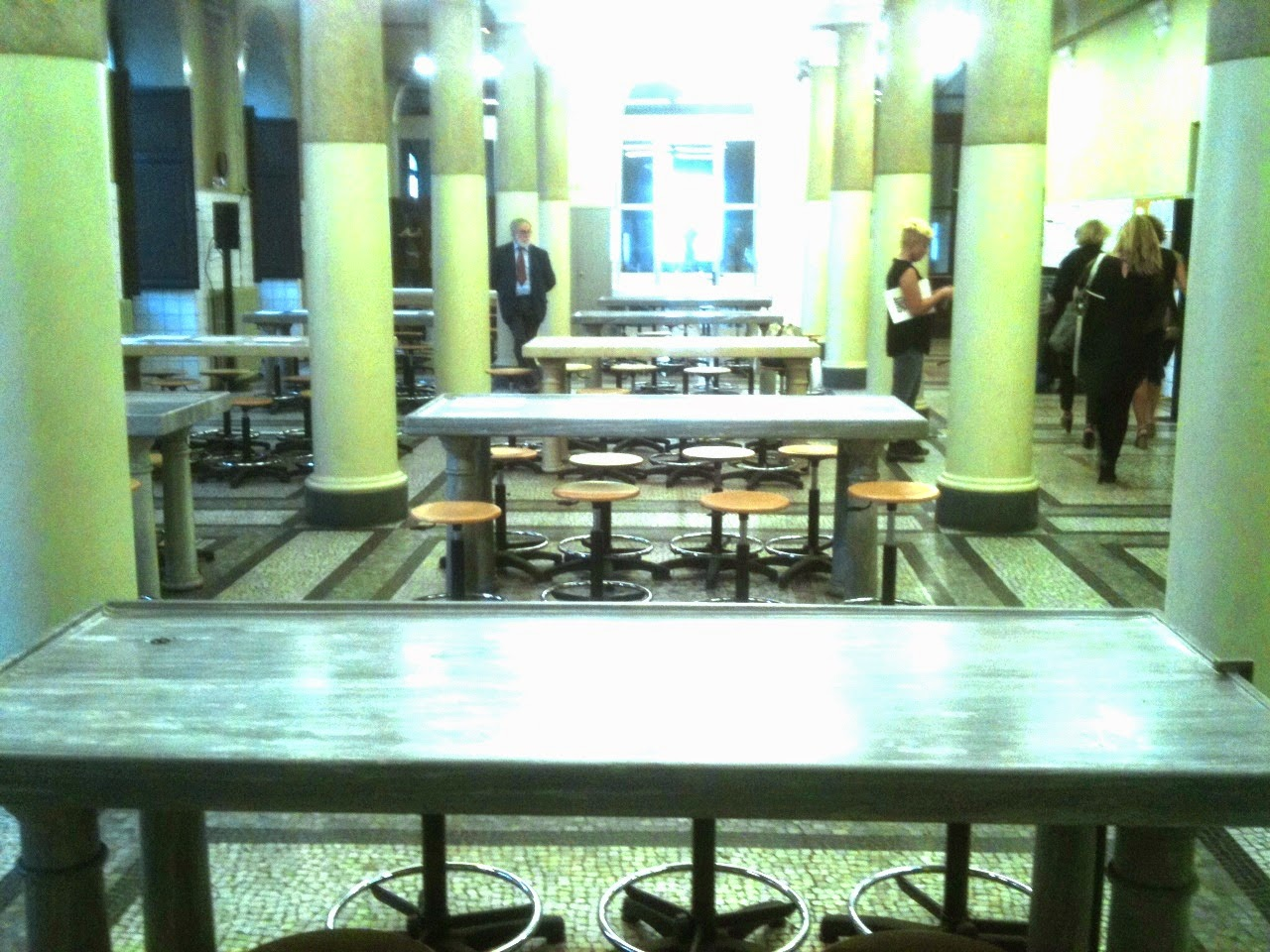 Dal tavolo settorio alla tavola di patrizia un giovedi 39 molto artistico gabo su torino - La tavola degli ufficiali ...