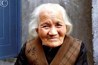 Membludaknya Penduduk Mencapai Umur 100 Tahun, Jepang Hemat Beri Hadiah