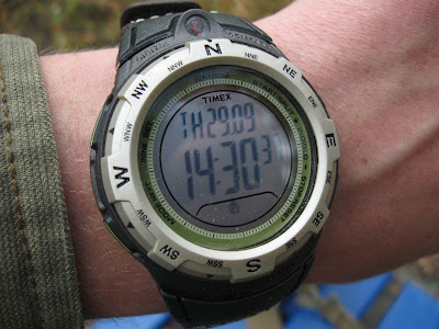 часы Timex Expedition Adventure на руке