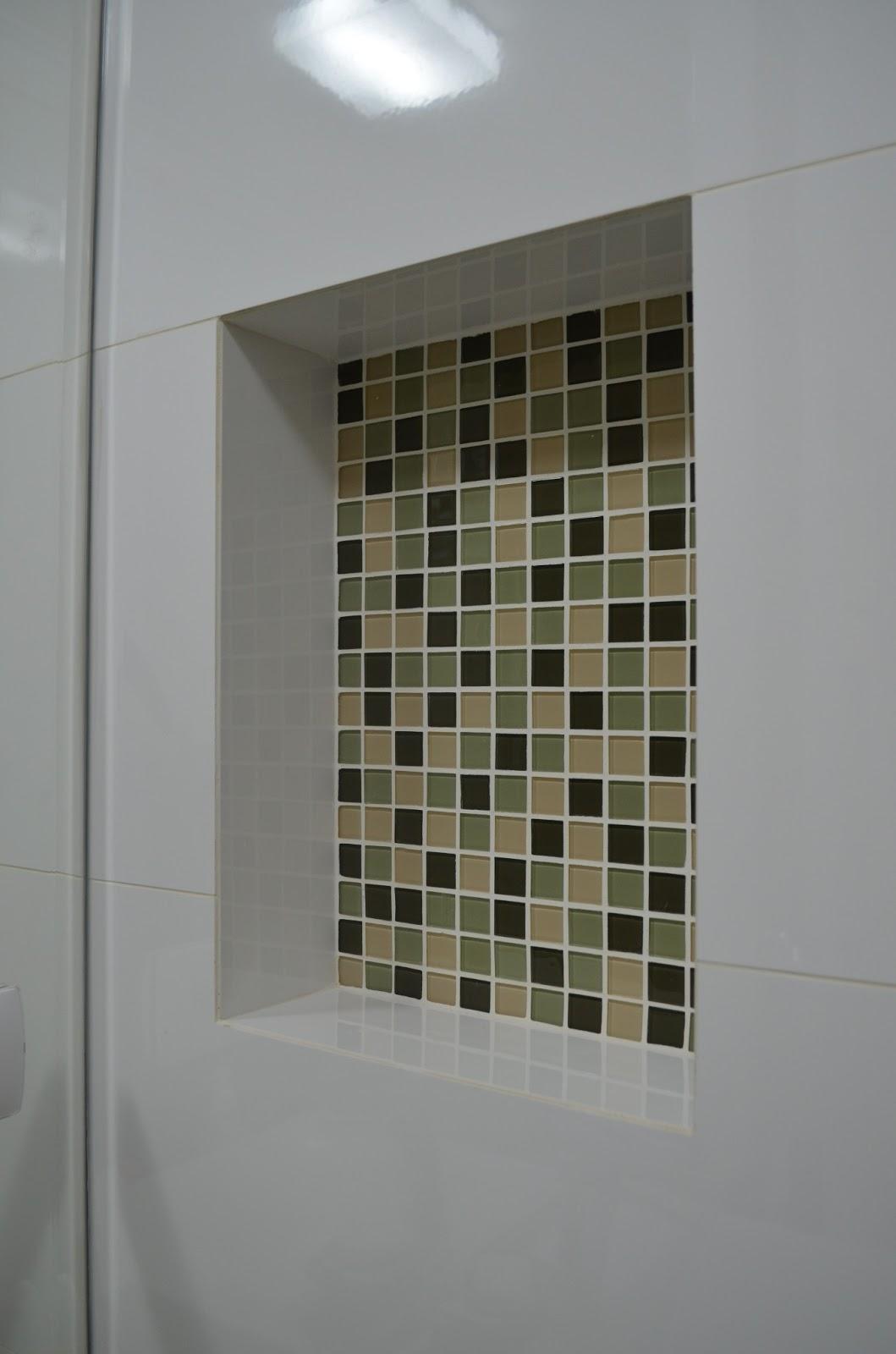 LILIAN CARVALHO: Nichos e Pastilhas #54573D 1059x1600 Banheiro Com Nicho Como Fazer