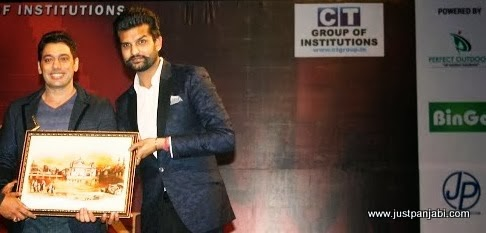 Yuvraj Hans honouring Rai Jujhar with Golden Honour at Just Panjabi sponsored event PCGH