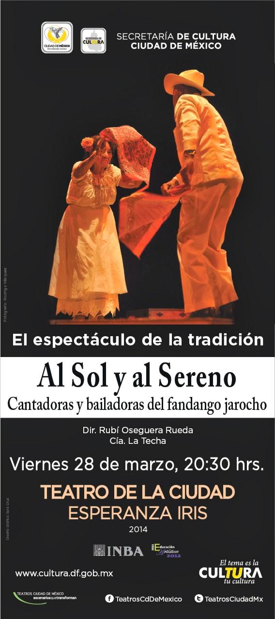 Cantadoras y bailadoras del fandango jarocho en el Teatro de la Ciudad