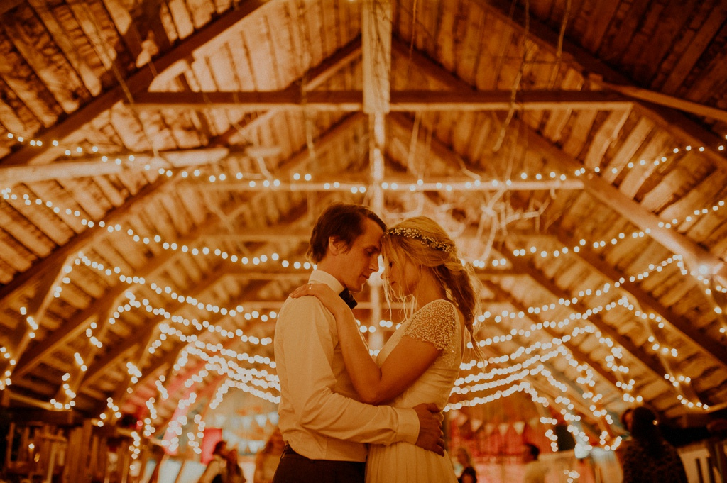 Vintagebröllop och porträtt på brudpar