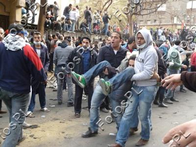 Egito vive outro dia convulsivo, com problemas de segurança