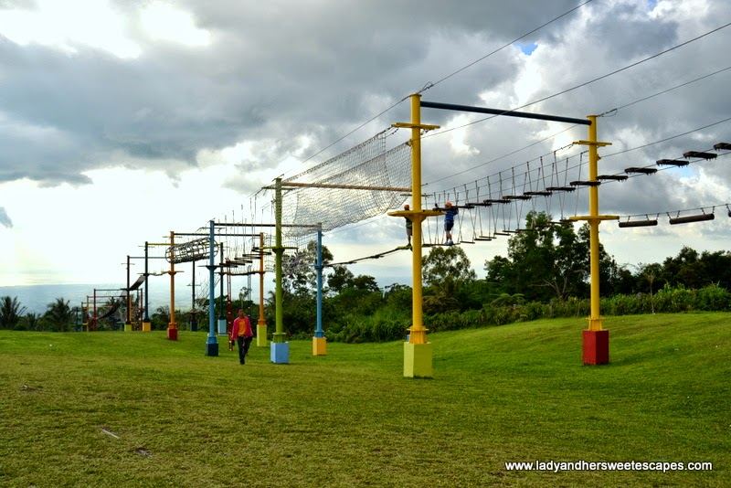 rope course at Campuestohan Highland Resort