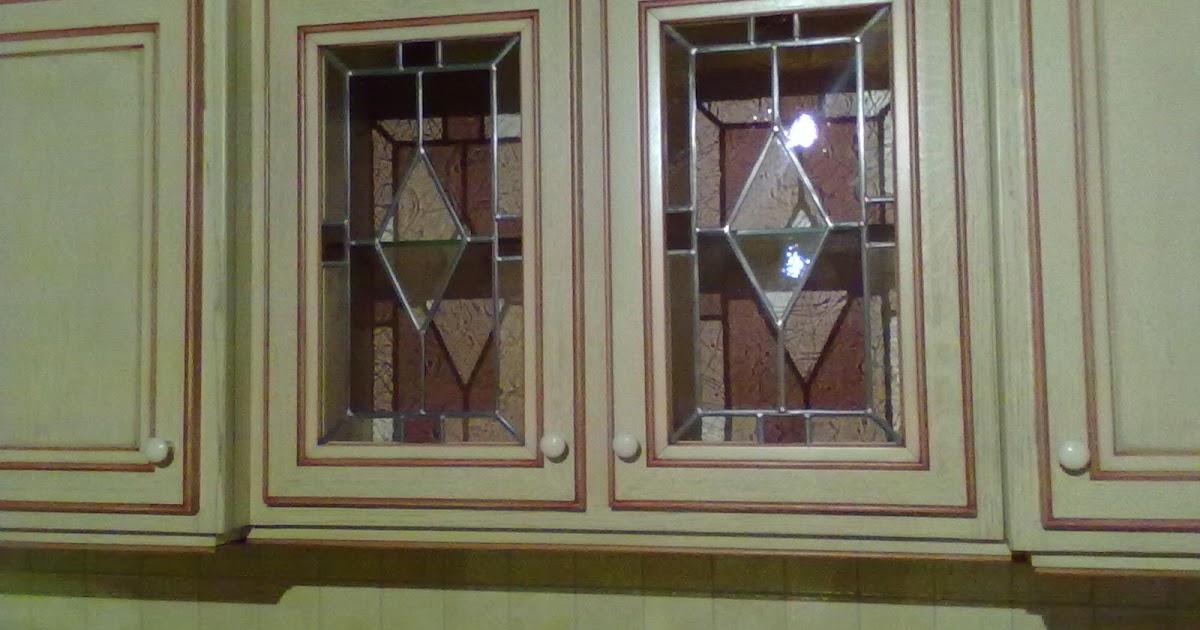 des id es en verre vitraux g om triques comme l ments de d cor pour ces portes de cuisine. Black Bedroom Furniture Sets. Home Design Ideas