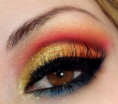 Maquillaje para la noche en dorado y negro. Maquillaje de ojos
